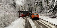 Erster Schnee des Jahres sorgt für Bus-Unfall in Wien