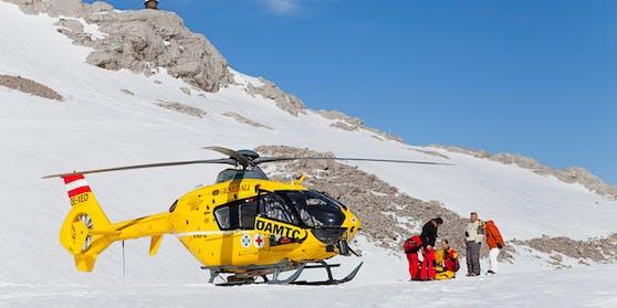 Ein 27-Jähriger überlebte einen 300-Meter-Absturz (Symbolbild).