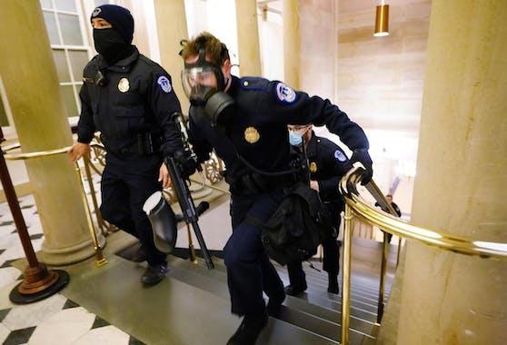 Parlamentssäle wurden geräumt, Abgeordnete in Sicherheit gebracht.