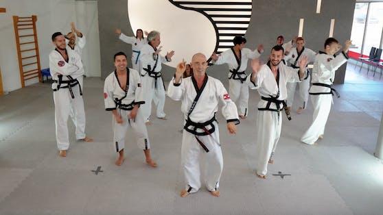 """Auch Österreichs größte Kampfsportschule YOUNG-UNG Taekwondo tanzt den """"Jerusalema""""."""