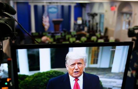 """In einem Video auf Twitter, versuchte Trump, zumindest die Gewalt zu beenden. """"Ich bitte jeden am Capitol, friedlich zu bleiben. Geht nach Hause"""", sagte er."""