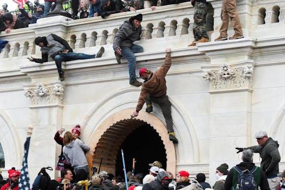 """Ein anderer Trump-Anhänger sagt, man habe das Kapitol gestürmt, """"um die Verräter zu hängen""""."""