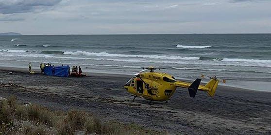 Der Notarzt-Hubschrauber landete am Waihi Beach.