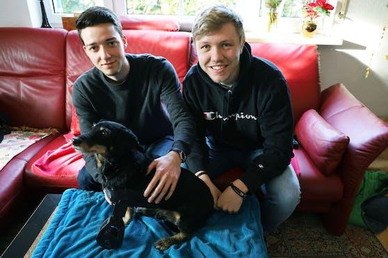 Diese zwei jungen Herren aus Augsburg stellen Hundebein-Prothesen aus dem 3D-Drucker her.