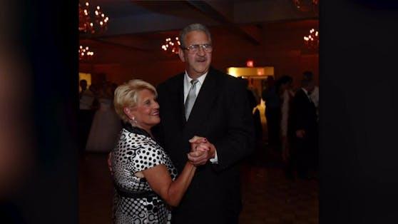Drei Familienmitglieder trafen sich nur wegen einem Haarschnitt. Mike Bruno (80) war nicht einmal anwesend und ist jetzt, wie seine Frau Carol, tot.