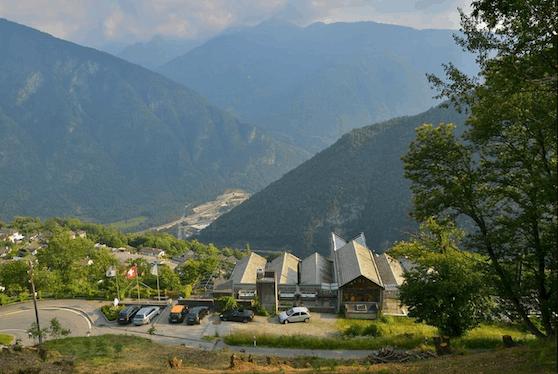 """Petra Wiechel, Chefärztin der Bündner Swiss Mountain Clinic, hält die Corona-Pandemie für ein """"Ablenkungsmanöver im Rahmen eines weltweiten Umbruchs""""."""