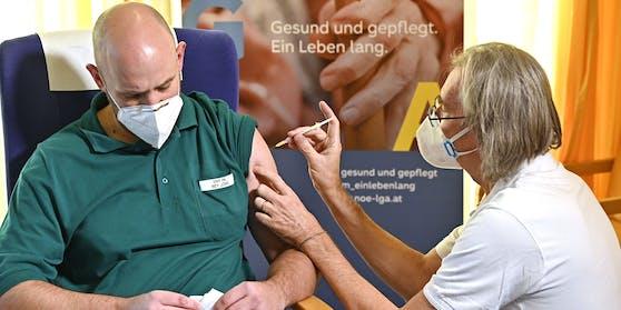 Die Impfung des Personals im Gesundheitsbereich soll bis März abgeschlossen sein.