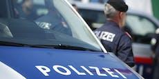 Frauen-Duo (25, 27) bespuckt und attackiert Polizisten