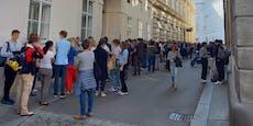 Schreie, Tumulte: Hunderte Teenies vor City-Tanzschule