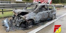 Nach Crash auf A10 gerät Motorraum von Chevy in Brand
