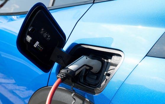 Das Laden von Elektroautos wird in Großbritannien eingeschränkt.