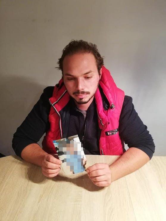 Andreas S. (31) mit Foto von Jan (2)