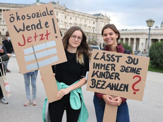 Fridays for Future-Demo am Wiener Heldenplatz. Das mediale Interesse rund um die Regierungskrise ist am benachbarten Ballhausplatz wesentlich höher.