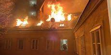 Spektakulärer Dachbrand in Wien – Feuerwehr im Einsatz