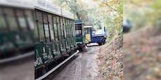 Kurve verpasst – Heurigen-Express versperrt Weg