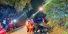 Autofahrer mäht zwei Straßenlaternen nieder – Spital!