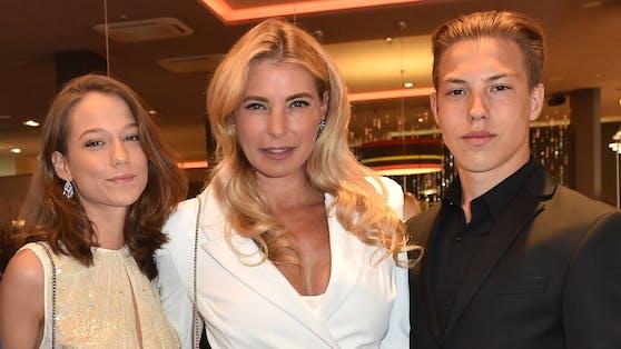 Giulia Siegel mit ihren Kindern Mia Wehrmann und Nathan Wehrmann