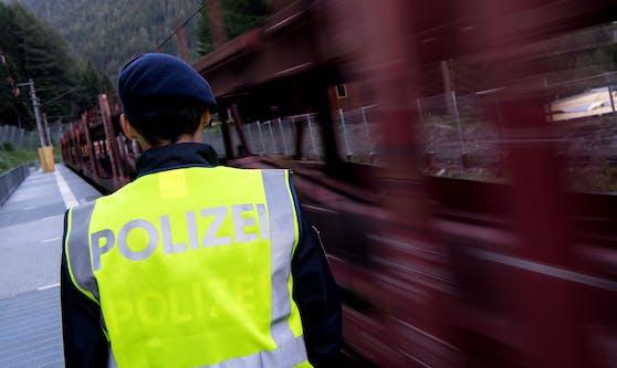 Bei einer Kontrolle fielen den Beamten acht illegale Migranten auf. Sie werden heute zurückgeschoben.