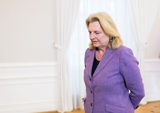Die frühereAußenministerin Karin Kneissl kürzte Inseratenbudget von Kurz um 80 Prozent.