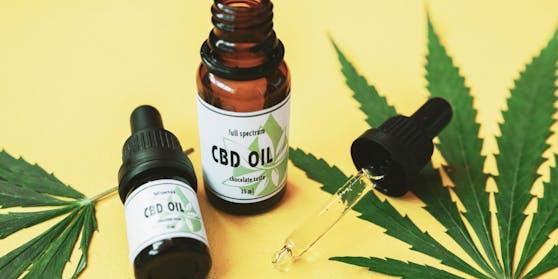 Das CBD-Öl kann pur eingenommen oder verarbeitet werden und soll entspannend wirken.