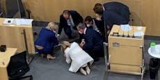 Kollaps im Parlament: Impfgegner verspotten Abgeordnete