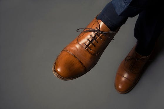 Je größer der Schuh, desto... treuer? oder untreuer? Eine britische Umfrage sieht da einen Zusammenhang.
