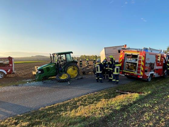 Kleintransporter krachte gegen Traktor
