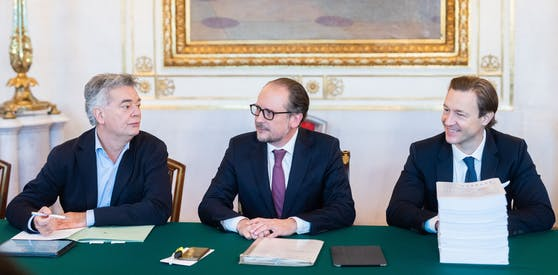 Vizekanzler Werner Kogler (Grüne), Bundeskanzler Alexander Schallenberg und Finanzminister Gernot Blümel (ÖVP) beim Ministerrat am Mittwoch.