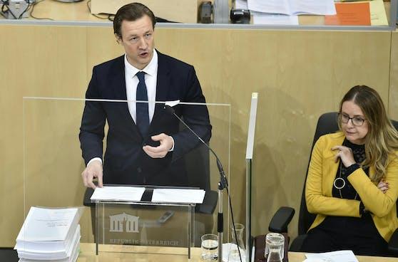 er Finanzminister Gernot Blümel (ÖVP) und BM Margarete Schramböck (ÖVP), anl. des Nationalrats mit Budgetrede am Mittwoch, 13. Oktober 2021.
