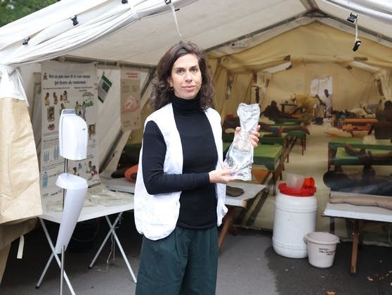 """Eröffnet hat die Ausstellung am Wiener Karlsplatz Laura Leyser, Geschäftsführerin von """"Ärzte ohne Grenzen Österreich""""."""