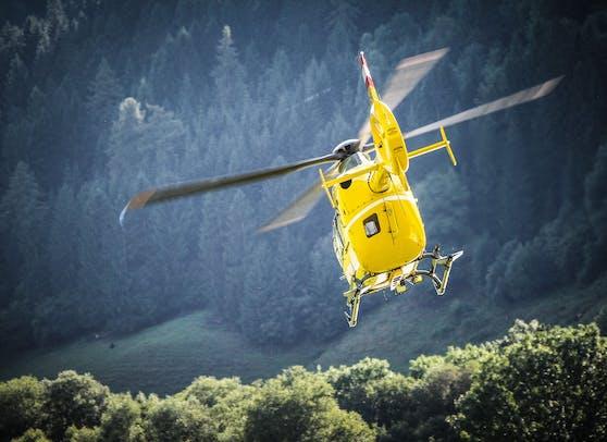 """Ein """"Christophorus"""" Notarzt-Hubschrauber des ÖAMTC stand ebenfalls im Einsatz. (Symbolbild)"""
