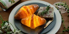 Dieses echte Croissant kann leuchten - kein Scherz