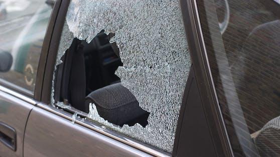 In Simmeringsoll ein 36-Jähriger die Seitenscheibe eines geparkten Pkw mit einem Stein eingeschlagen haben (Symbolfoto)