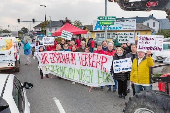 Zahlreiche S34 Befürworter protestierten gegen den zahlreichen Verkehr.