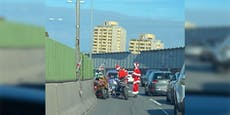 Weihnachtsmänner krachen in PKW auf Südosttangente