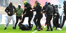 Platzsturm und Schwerverletzte bei Ultras-Eskalation