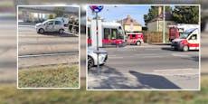 Seniorin kracht in Wiener Donaustadt mit Auto gegen Bim