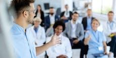 2.500 Ärzte auf einer Insel – jetzt Wirbel um Cluster
