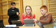 Junge IT-Profis gaben Ministerin Programmier-Crashkurs