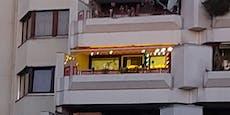 Erste Wiener Balkone schon für Weihnachten geschmückt