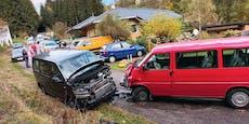 Frontal-Crash zwischen zwei Kindergarten-Bussen