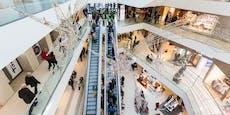 Mann (38) stürzt in Einkaufszentrum von Rolltreppe