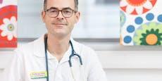 Corona-Leugner klebten Arzt Drohplakate an die Tür