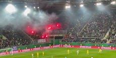 Dinamo-Fans feiern oben ohne wilde Pyro-Party in Wien