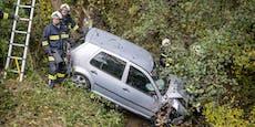Schwangere kam von Straße ab, stürzte mit Auto in Bach