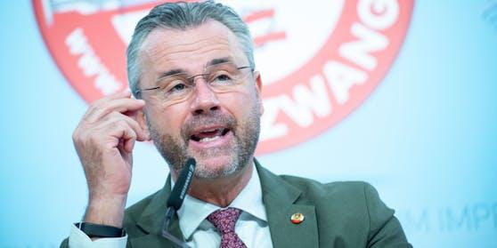 Norbert Hofer bei einer Pressekonferenz der FPÖ zur aktuellen Corona-Politik