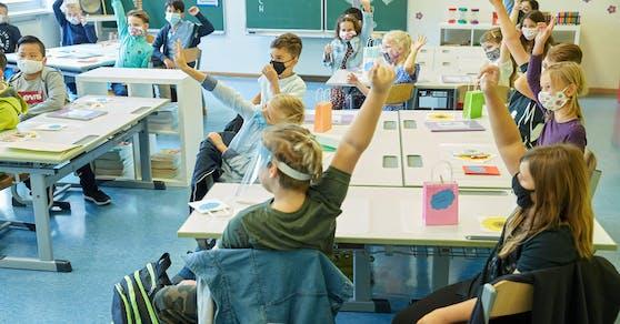 Nach der Osterruhe kommt der Schichtbetrieb in die Schulen zurück.