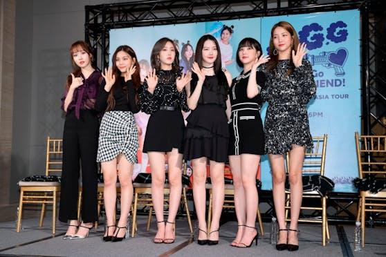 """Sechs Frauen bilden die südkoreanische Girl-Band """"GFriend"""""""