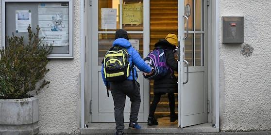 In der Ostregion kehren die Schüler erst nach dem Lockdown zum Präsenzunterricht zurück.