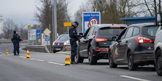 Scharfe Kontrollen - hier bei Passau an der österreichisch-deutschen Grenze (Archivkontrollen)